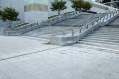 Шаги цемента городского современного здания внешние конкретные Стоковые Фотографии RF