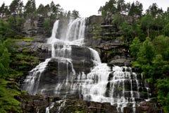 Шагнутые падения Tvindefossen, Норвегия Стоковое Фото