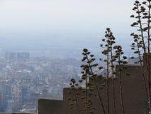 Шагнутые стены с взглядами Гранады стоковое фото