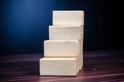 шаг вверх от деревянного блока Стоковая Фотография RF