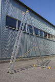 Шаг-лестница на стене склада Стоковые Фото