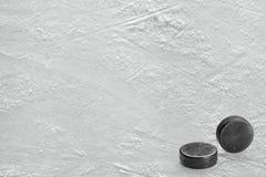 2 шайбы хоккея на льде на земле льда Стоковое Фото