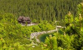 Шале горы PTTK глазом Morskie Oko моря озера в польских горах Tatra Стоковое Изображение RF