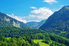 Шале на горах Prealps в районе грюйера в швейцарце Fribourg Стоковое Фото