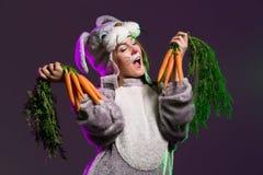 Шаловливая девушка в полном костюме зайчика тела Стоковая Фотография