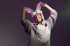 Шаловливая девушка зайчика с большими ушами Стоковые Фото