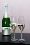шампанское украсило декоративные стекла цветка wedding Стоковые Изображения RF
