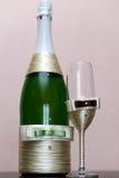 шампанское украсило декоративные стекла цветка wedding Стоковое Изображение RF