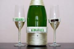 шампанское украсило декоративные стекла цветка wedding Стоковая Фотография RF