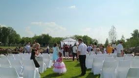 Шампанское украшения свадьбы промежутка времени для жениха и невеста видеоматериал