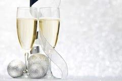 Шампань и декоративные шарики Стоковые Изображения