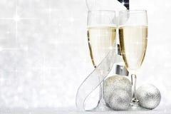 Шампань и декоративные шарики Стоковая Фотография