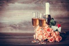Шампань, розы и сообщение Стоковое Фото