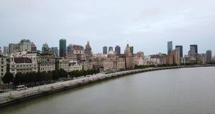 Шанхай, воздушная съемка реки, башни, набережная, пристань акции видеоматериалы