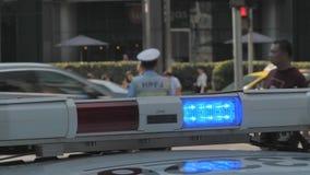 Шанхай, Китай - 20-ое октября 2018: Аварийные освещения полицейской машины проблескивая, верхняя Адвокатура и свет гриля, красных акции видеоматериалы