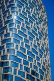 ШАНХАЙ, КИТАЙ - 29-ОЕ ЯНВАРЯ 2017: Современный фасад здания стеклянного и художнического дизайна, квадратных слав окна картины Стоковое Изображение RF