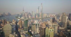 Шанхай, Китай - около февраль 2018: толпы торговой улицы людей идя акции видеоматериалы