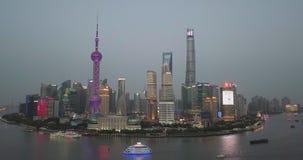 Шанхай, Китай - около февраль 2018: толпы торговой улицы людей идя видеоматериал