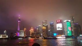 Шанхай освещает вверх ночь стоковое изображение