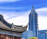 Шанхай сад Китая старый и новый Jin Mao башни Yuyuan Стоковые Фотографии RF