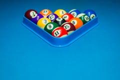 Шарики бассейна биллиарда на таблице Стоковая Фотография