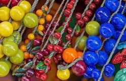 Шарики в форме ярких ягод для дизайна и украшения домашнего интерьера стоковое изображение rf