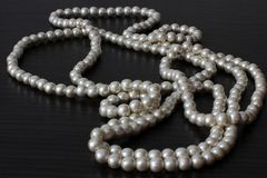 Шарики жемчуга jewelry Ювелирные изделия ` s женщин Роскошные шарики стоковое изображение