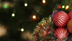 Шарики и ель рождества с видеоматериал