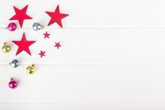 Шарики и звезды рождества на деревянной предпосылке Стоковые Изображения