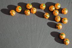 Шарики конфеты тыквы с тенями на шифере Стоковые Фото