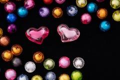 Шарики, красочные шарики на черной предпосылке, стоковая фотография