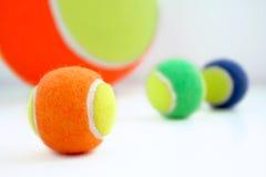 шарики покрасили теннис Стоковые Фотографии RF