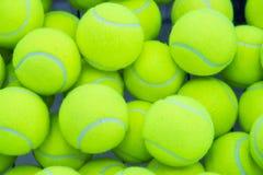 шарики предпосылки яркие - зеленое однотиповое положение больше один теннис Стоковая Фотография RF