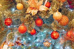 Шарики рождества вися на дереве Фото запаса Стоковое Фото