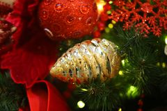 Шарики рождества макроса украшения фото яркие сияющие стоковое изображение