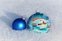 Шарики рождества в снеге Стоковые Изображения RF