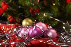 Шарики рождества с серебряным lametta Стоковые Изображения RF