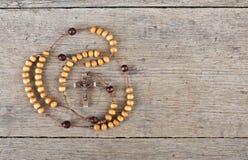 Шарики розария на таблице Стоковая Фотография