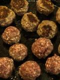 Шарики семенить мяса зажаренного в сковороде стоковые фотографии rf