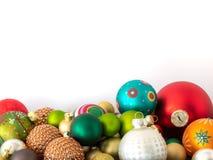 Шарики украшения рождества стеклянные на белой предпосылке стоковые изображения rf