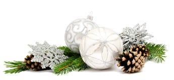 Шарики украшения рождества с конусами ели Стоковое фото RF