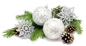 Шарики украшения рождества с конусами ели Стоковые Изображения RF