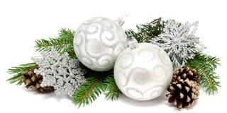 Шарики украшения рождества с конусами ели Стоковое Изображение RF