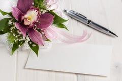 Шариковая авторучка Whitespace пустой карточки орхидеи букета Стоковое Изображение