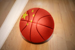 Шарик баскетбола с национальным флагом фарфора Стоковое фото RF