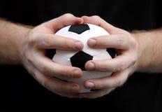 шарик вручает футбол Стоковые Изображения RF