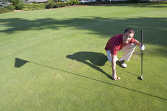 шарик гнет метку игрока в гольф горизонтальную к стоковые фотографии rf