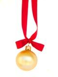 Шарик золота смертной казни через повешение с красным смычком Стоковое Изображение RF