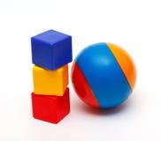 Шарик и башня кубиков Стоковое Фото