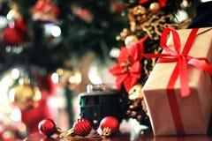 Шарик и поезд рождества подарка Стоковое Изображение RF